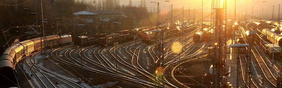 Rangierbahnhof Hagen-Vorhalle in der Zeit des Sonnenuntergangs