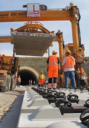 Einbau Feste Fahrbahn für Schnellfahrstrecke durch Thüringen